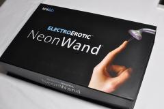 Recenze nového Neonwand - erotického přístroje z filmu Postřižiny
